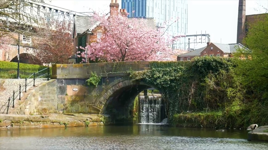 Bridgewater Canal - waterfall